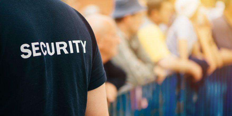 Segurança Privado lidando com o Público em um evento aberto
